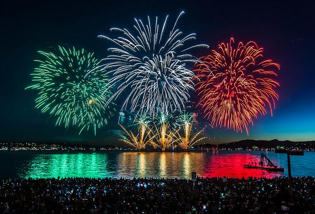 今年の夏もやって来る!!</br>見逃せない、カナダデーの花火!!