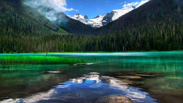 水面が美しい、カナダ・BC州にあるジョフリーレイクス