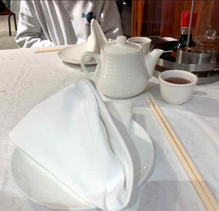 テーブルにはキレイに用意されたテーブルナプキン
