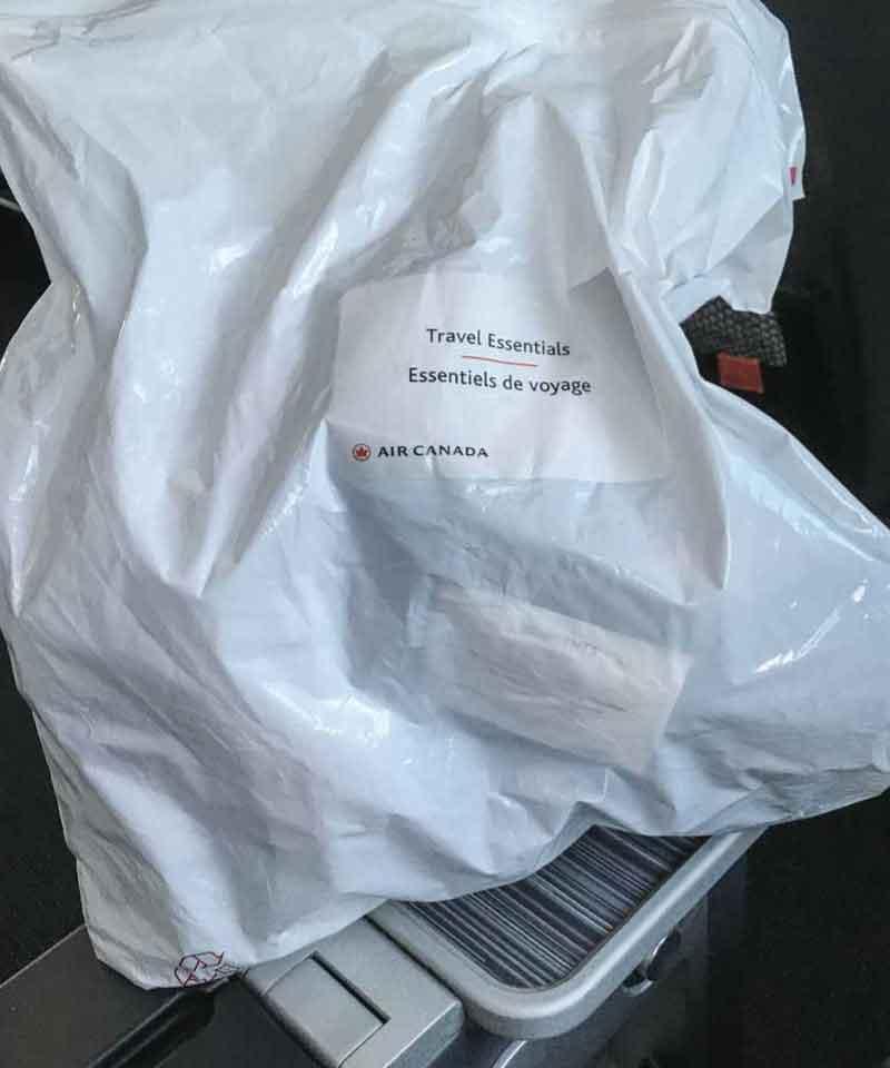 機内で配られた謎のビニール袋