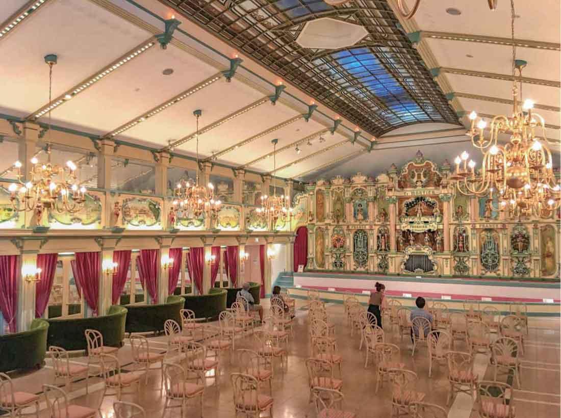 オルガンホールの幅13mの自動ダンスオルガン