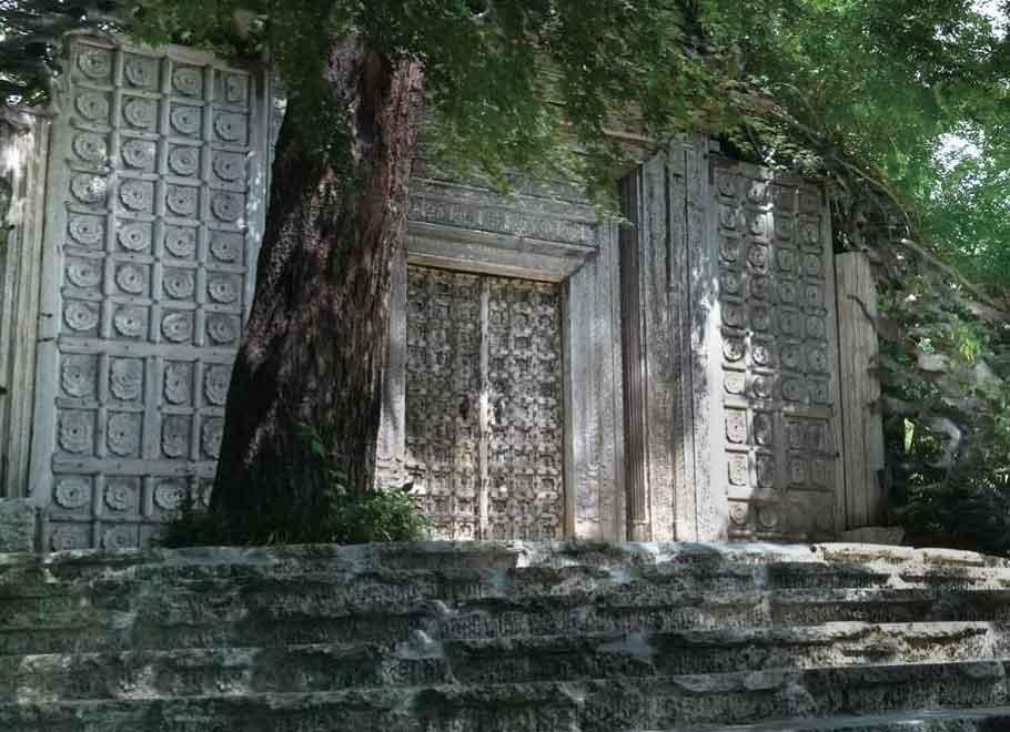 インドの寺院を思わせる久保田一竹美術館の正門