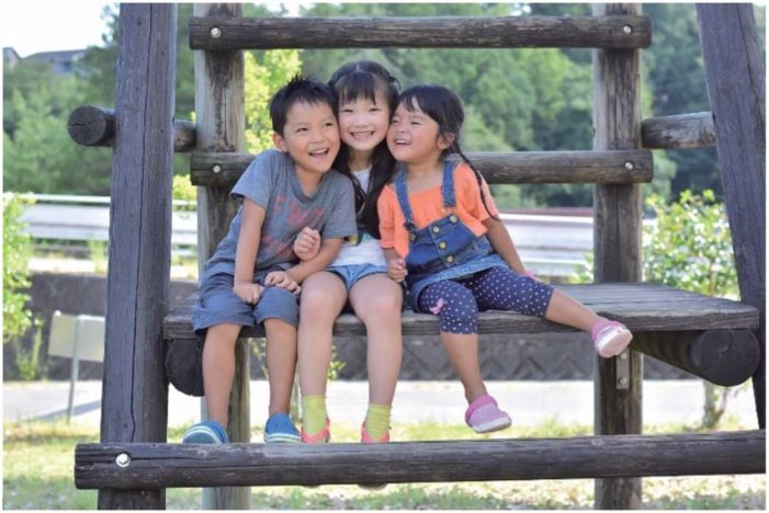 第12回 子どもの外国語習得は もはや大人の義務?|カエデの多言語はぐくみ通信