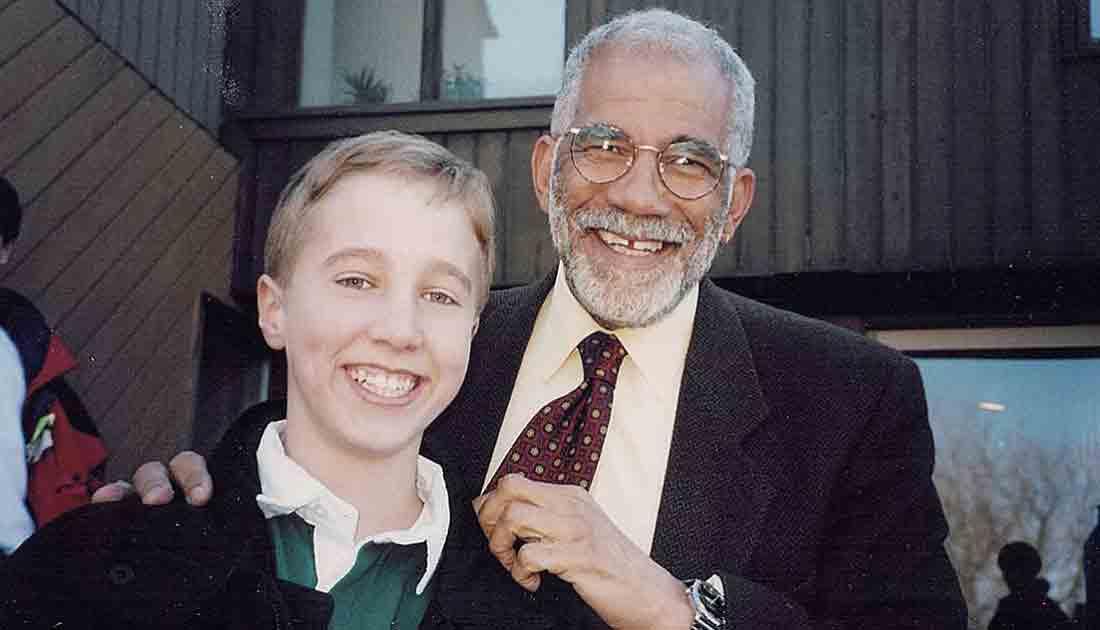 若かりし頃のキールバーガー氏(左)